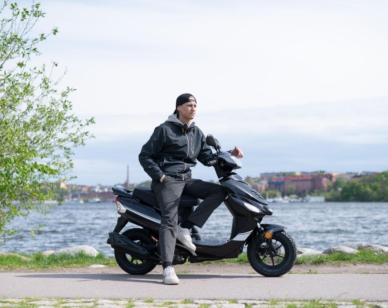 Drax Awesome 45km/h Svart Euro5 Moped